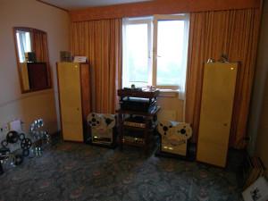 Aktywne kolumny Klein&Hummel  - pioruńska dynamika w pokoju specjalizującej się w vintage audio firmy Nomos  (fot. wstereo.pl)