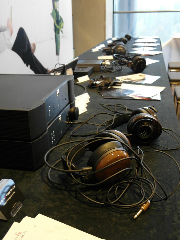 Coraz więcej miłośników muzyki sięga po słuchawki  (fot. wstereo.pl)