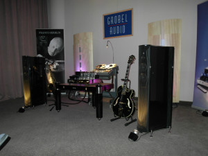 Na stoisku Grobel Audio sygnał do wzmacniacza Jadis 188 i kolumn Ktema wychodził także ze szpulowego magnetofonu  (fot. wstereo.pl)