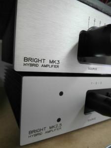 Dwa Brighty: obecny MK3  a na dole jego poprzednia wersja  (fot. wstereo.pl)