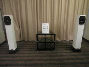 Czy to przyszłość audio? Aktywne głośniki sterowane z komputera lub domowej sieci wi-fi. Stolik niepotrzebny