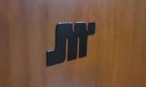Logo na przedniej ściance