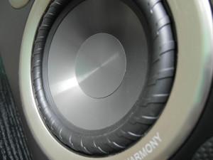 Charakterystyczne zawieszenie polipropylenowej membrany głośnika nisko-średniotonowego