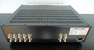 Test Audiomatus TP 02.  Tylny panel uporządkowany, dobrej jakości gniazda