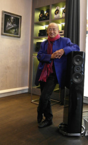 Ken Ishiwata przy głośniku Q Acoustics Concept 500