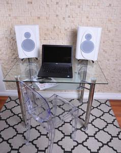 Monitorki mogą pracować jako kolumn biurkowe