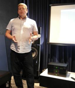 Prezentacje prowdził Mark Raggett