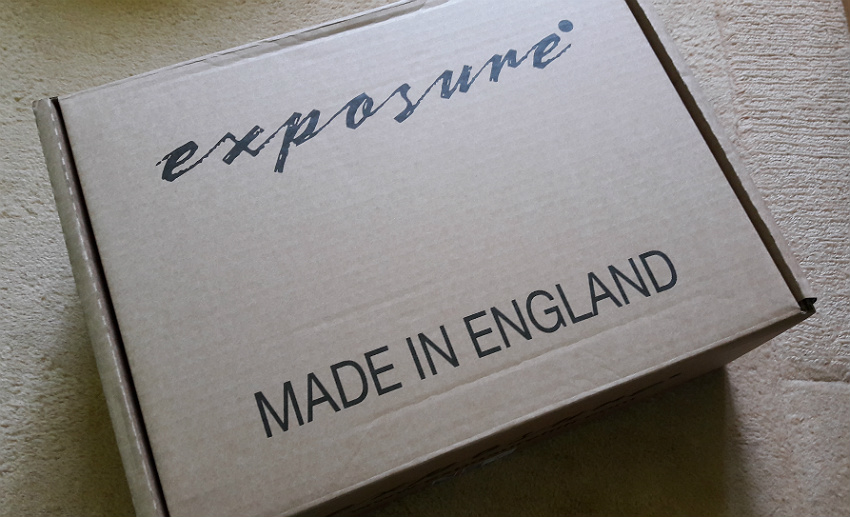 Dumny napis na pudełku