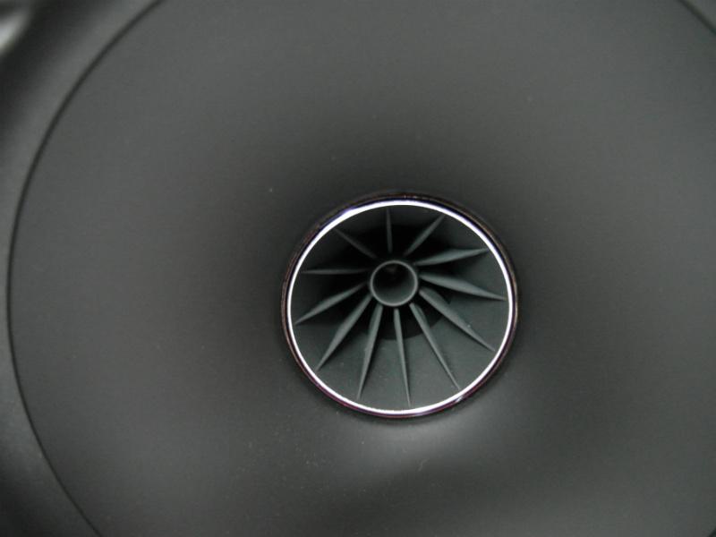 Głośnik wysokotonowy zakończono tubką