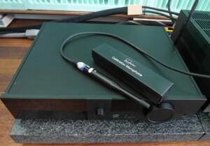 Lyngdorf TDAI 3400 - test.  System korekcji akustyki RoomPerfect. Mikrofon pomiarowy otrzymujemy w zestawie (fot. wstereo.pl)
