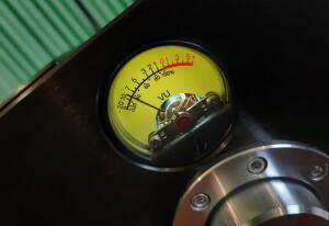 Test Pier Audio MS-480 SE. . Charakterystyczny okrągły wskaźnik wychyłowy (fot. wstereo.pl)