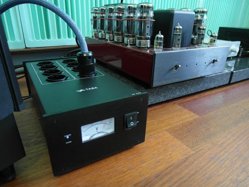 TAGA Harmony PC-5000 - test. Wzmacniacze lepiej jednak wpinać do gniazdka w ścianie (fot. wstereo.pl)