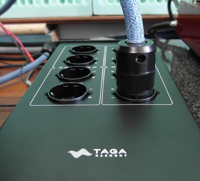 TAGA Harmony PC-5000 - test. Gniazda mocno i solidnie trzymaj a wtyczki (fot. wstereo.pl)