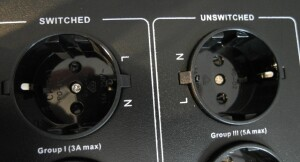 TAGA Harmony PC-5000 - test. Sekcjei grupy gniazd logicznie i jasno opisano (fot. wstereo.pl)