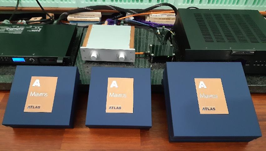 Atlas Mavros - test. Proste, kartonowe pudełka (fot. wstereo.pl)