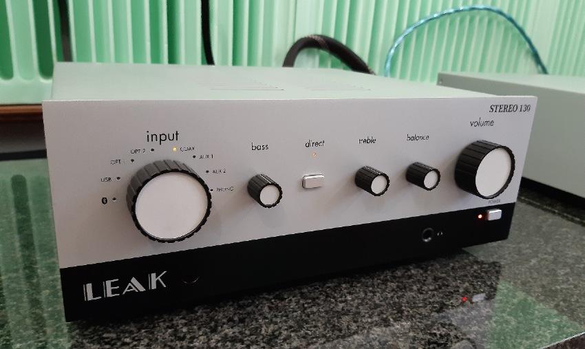 Leak Stereo 130 / LeakCDT - test.. Wzmacniacz jest bogato wyposażony, jest DAC, pre gramofonowe i wyjście słuchawkowe. Jest regulacja basów i sopranów (fot. wstereo.pl)