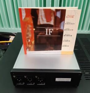 Lucarto Audio ULPS- test. Nawet w wersji z trzema wyjściami zasilacz jest zgrabny i niewielki (fot. w stereo.pl)