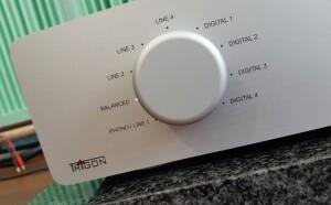 Trigon Exxact - test. Do wzmacniacza możemy podłączyć od aż dziewięć źródeł dźwięku (fot. wstereo.pl)