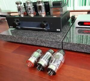 Haiku-Audio Selene 6550 A RC – test. Wymiana lamp pozwala na kształtowanie brzmienia (fot. wstereo.pl)