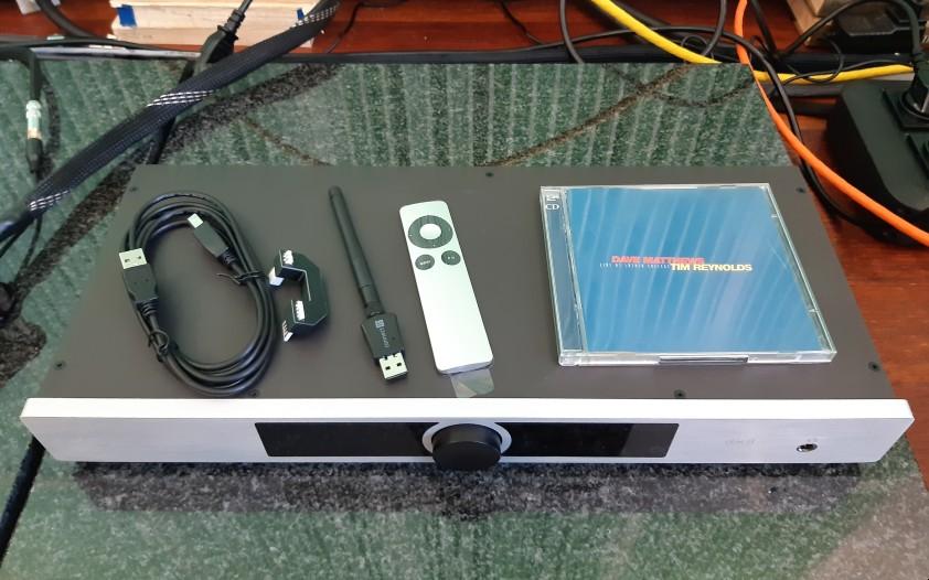 Okto Research dac8 Stereo - test. Obudowa zaskakuje niewielką głębokością (fot. wstereo.pl)
