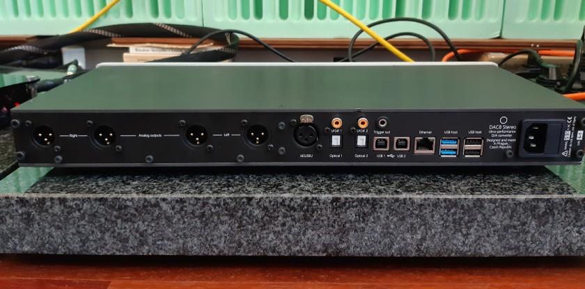 Okto Research dac8 Stereo - test. Wyjścia analogowe - tylko XLR. Ale podwojone (fot. wstereo.pl)
