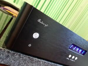 Audio GD R7 HR - test. Front jest dość ascetyczny (fot.wstereo.pl)